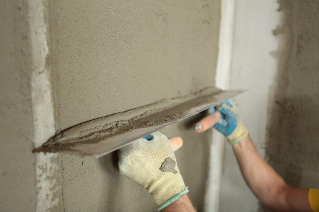 Цементная штукатурка стен и потолков